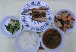献立例(焼き魚、煮物)