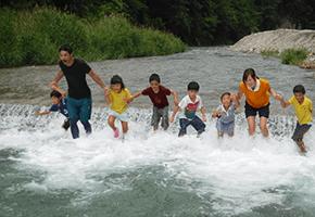 学童キャンプ 川遊び